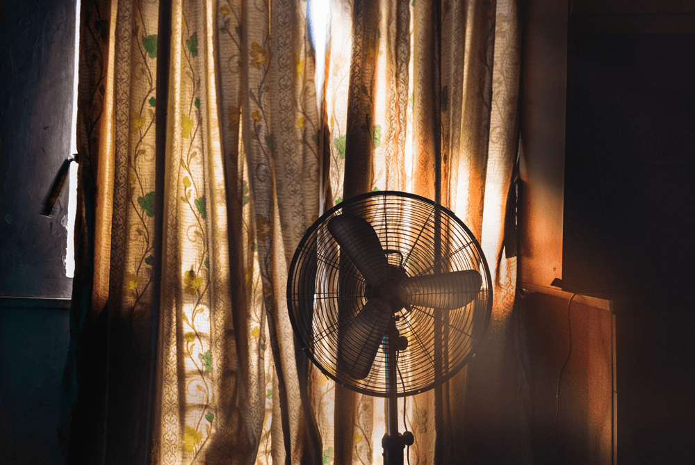 Can you use a fan to dry clothes?