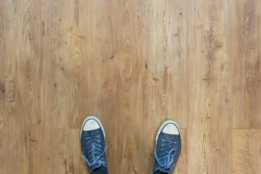 Does humidity make floors sticky